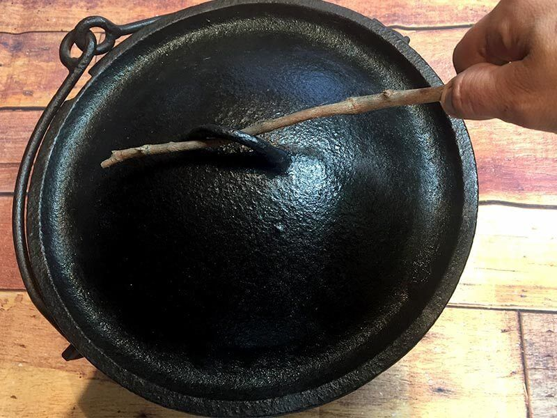 10 Types of Camp Oven Lid Lifters